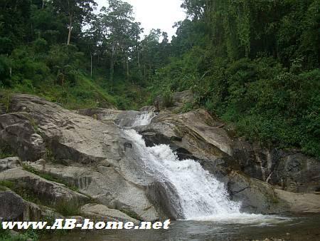 Nam Tok Mo Paeng waterfall