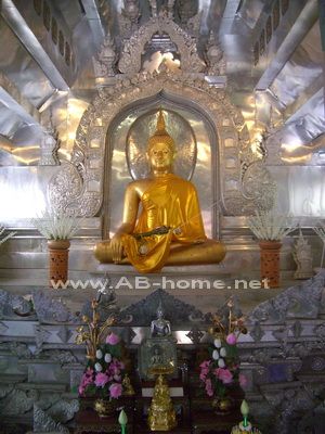 The Buddha at Srisuphan temple